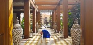 Studio-om-yoga-Marrakech-Entrance-lily-flip-dog-asana